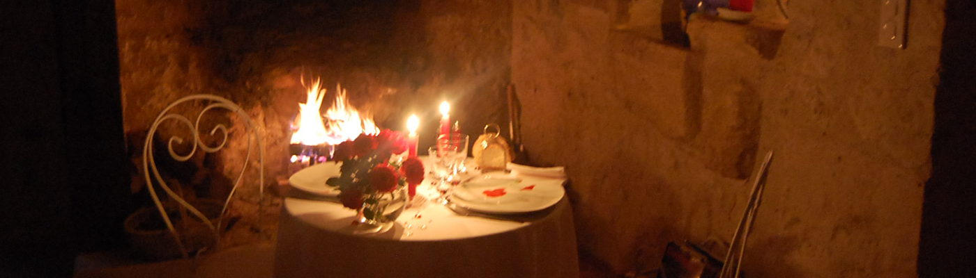 week end St Valentin, repas en chambre, week end romantique, week end amoureux,chambre d'hôte avec cheminée, repas aux chandelles avec feu de cheminée, week end amoureux avec cheminée, chambre avec cheminée, séjour romantique avec cheminée,